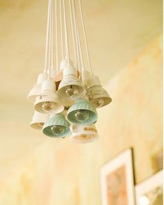 Vintage tea cups are turned into a DIY light fixture. Vintage Upcycling, Luminaria Diy, Ideias Diy, China Tea Cups, Deco Design, Lampshades, Light Up, Light Fixtures, Sweet Home