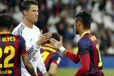 Neymar beyond Ronaldo run of best Left Side Forward Cristiano Ronaldo, Chelsea, Dani Alves, Image Foot, Good Soccer Players, Football Gif, Neymar Jr, Fc Barcelona, Lionel Messi
