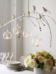 ....Wat een inspiratie!...... takje... vogeltjes... mooie bloemen... mooie servies...  maak het gezellig boven de eettafel met takken en vogels   SMAKELIJK.