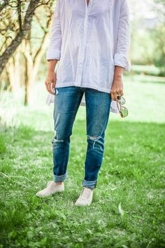 Summer Linen Shirt outfit idea, love the jeans. From Style Blogger 114 West  114 WEST, Style Blog, Tyler Nicole Photography, Whitefish Montana, Harlow, Montana Style, Style Blogger, Fashion Blogger, Wedding Coordinator, Montana Weddings