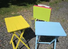 Guest Project: Update TV Trays with Fun Paint ~ Madigan Made { simple DIY ideas } Diy Sewing Table, Sewing Machine Tables, Diy Table, Tv Tray Makeover, Furniture Makeover, Diy Furniture, Painted Tv Trays, Baby Shoes Tutorial, Tv Tray Table