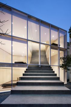 Stairway House's Monumental Staircase / Pen Magazine International. © Takumi Ota. Stairway House (2019), a building designed by Studio Nendo, can be viewed on their website.