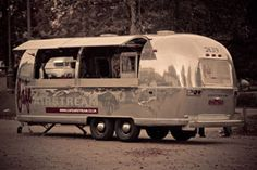 Cafe Airstream - sign outside