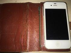 Une housse d'iphone 4s en cuir marron délavé