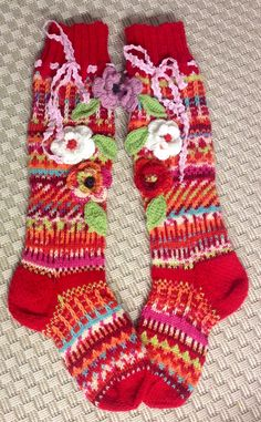 Crochet Socks Pattern, Knitting Patterns, Knit Crochet, Knitted Slippers, Slipper Socks, Dragon Jewelry, Mode Boho, Knitting Socks, Fabric Art