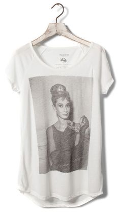 Audrey Hepburn is my hero. Indie Rock Fashion, Love Fashion, Audrey Hepburn, Future Clothes, Fashion Corner, Cool Shirts, Awesome Shirts, T Shirts For Women, Clothes For Women