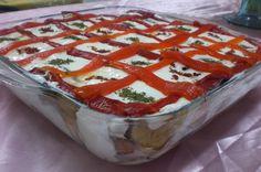 Özellikle çaya gelen misafirlere ikram etmek için çok pratik ve lezzetli bir salata.. ETİMEKLİ PATLICAN SALATASI Malzemeler: 1 paket t...