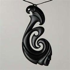 Maori Pendant (manaia) Bone Jewelry, Jewelry Art, Jewlery, Soapstone Carving, Maori Designs, Nz Art, Maori Art, Carving Designs, Art Carved
