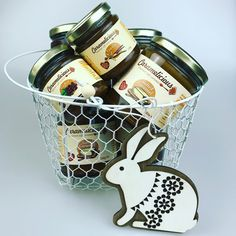 Easter Basket full with Salted caramel #saltedcaramel #easter #caramel Easter Baskets, Canning, Home Canning, Conservation