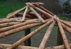 Training in roundwood timber framing, reciprocal roof roundhouse building and woodsmanship. Roof Truss Design, Earthship Home, Roof Ceiling, Timber Structure, Roof Trusses, Round House, House Layouts, Green Building, Model Homes