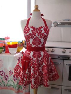 Can I PLEASE fill my kitchen with vintage aprons??!? Pretty please??