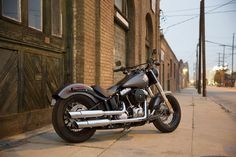 The perfect blend of classic, raw bobber style and contemporary power creates a modern ride with unmistakable old-iron attitude. I Harley-Davidson Softail Slim