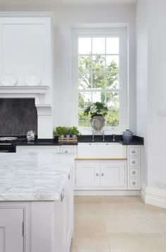 Lewis Alderson & Co, Frensham Kitchen. The double Belfast sink is placed with views to the garden and includes mixer taps with a spray rinse. Belfast Sink, Interior Styling, Interior Design, Oversized Furniture, Kitchen Utilities, Kitchen Design, Kitchen Ideas, California Homes, Luxury Real Estate