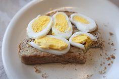Misschien heb je wel eens gehoord dat je niet teveel eieren moet eten. Of, als je ze vaak eet: het eigeel weglaten en alleen het eiwit opeten. Waarom? Omdat een ei cholesterol bevat? Wist je, dat een ei juistgoedecholesterol bevat en dat er uit een Japans onderzoek is gebleken dat mensen met een hoger goed …