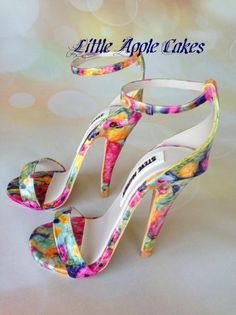 Springtime Sugar Sandals ~ Wow they don't look like a cake they look like real shoes High Heel Cakes, Shoe Cakes, Crazy Shoes, Me Too Shoes, Fancy Shoes, Stiletto Heels, High Heels, Christian Louboutin, Shoe Boots