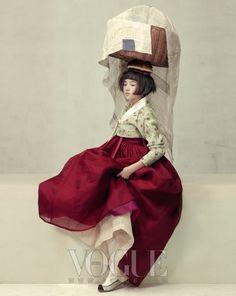 FÊTE DE LA MOISSON Veste Sukgosa avec jupe florale de lacet de tissu de couleur de jujube de pâturage : Kim Young-jin