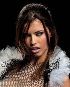 Adriana Lima - hair