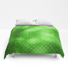 https://society6.com/product/green-flash-small-scallops-pattern-with-texture_comforter?curator=hereswendy