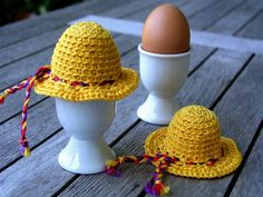 """For the art robbery action no. 2 """"HerbstPoesie"""" I have this egg warmer in such a way . Crochet Food, Easter Crochet, Crochet Yarn, Cute Toys, New Year Gifts, Knitted Dolls, Beautiful Crochet, Crochet Patterns, Weaving"""