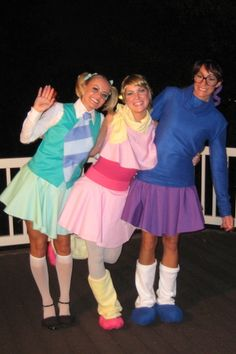 The Chipettes: Brittany, Jeanette and Eleanor from Alvin and the Chipmunks. View more EPIC cosplay at http://pinterest.com/SuburbanFandom/cosplay/