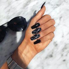How to choose your fake nails? - My Nails Long Black Nails, Black Marble Nails, Black Acrylic Nails, Long Nails, Cute Black Nails, Nail Black, Black Coffin Nails, Cute Nails, Pretty Nails