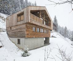 Gallery of Mountain House / Studio Razavi architecture - 26