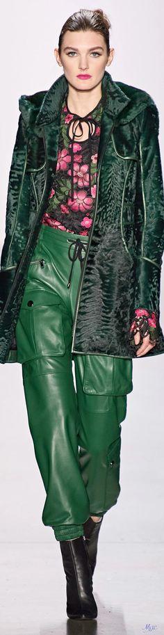 High Fashion, Fashion Show, Womens Fashion, Fashion Trends, Shades Of Green, Pink And Green, Dennis Basso, Fashion Design Sketches, Green Pants