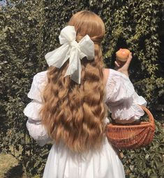 Image discovered by ♡🅻🅰🅳🅴🅴_ORCHARD♥︎. Find images and videos about style, hair and white on We Heart It - the app to get lost in what you love. Princess Aesthetic, Aesthetic Hair, Aesthetic Makeup, Violet Aesthetic, Artist Aesthetic, Aesthetic Outfit, Aesthetic Grunge, Aesthetic Vintage, Mode Vintage