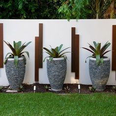Sensational-Plant-Pots-decorating-ideas-for-Aesthetic-Landscape-Tropical-design-ideas-with-accent-lighting-beige-stucco-wall-grass-lawn-river-rock-planter-rock-planter « Better Home Lifestyle