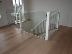 Bilderesultat for rekkverk glass trapp My Glass, Entryway Tables, Divider, Stairs, Loft, Furniture, Home Decor, Design, Google