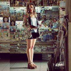 Mirando Para Ti colecciones en el puesto de diarios con la #sandalia Suma  #citadina #calzados #campaña #primavera #verano #2017 #pretemporada #zapatos #cuero #rosa #gomones #plataformas #Modacitadina #argentina