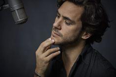 Jack Savoretti, il fascino di una voce da brivido che seduce Novel Characters, Face Men, Mans World, Bob Dylan, Famous Faces, Celebrity Style, Handsome, Badass, Theatre