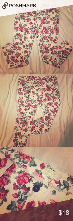 Women's Plus Rose Patterned Skinny Jeans F21 Rose Printed Skinny Jeans. Other than the little bit of wear in the thigh area they are perfect. Soooooo cute but they are too big for me now. Forever 21 Jeans Skinny