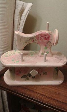 Máquina de coser de madera con decoupage