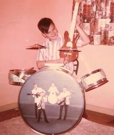 Having fun. Several decades before Rock Band. Retro Pictures, Old Pictures, Old Photos, American Splendor, Rock And Roll Fantasy, Gas Money, Old Ads, World Music, Real Love