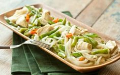 Green Curry Chicken with Rice Noodles // Green curry paste and coconut milk make a flavorful base for this curry! #summer #recipe #chicken #noodles