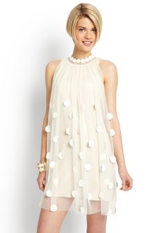 I tried this dress on yesterday. Too bad the lining was a bit too tight. It would have been awesome. Maybe recreate....