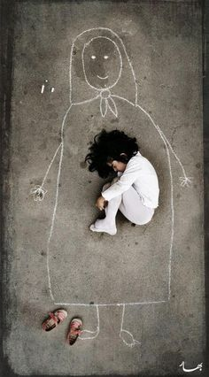 Nena dibuixa a la seva mare morta i s'adorm a dins. (Síria) :'(