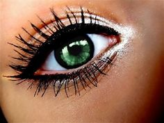 My all time favorite eye-make up look. Highlighter on inner corner, top wing, lined bottom lashes.