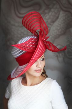 Classic white hat with red bow Fancy Hats, Cute Hats, Derby Outfits, Church Hats, Kentucky Derby Hats, Wearing A Hat, Wedding Hats, Red Hats, Women's Hats