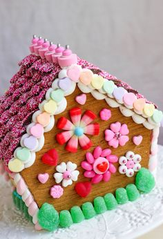 A Sweet House for Your Sweet Heart – A Gingerbread House for Valentine's Day,Part 2 Graham Cracker Gingerbread House, Gingerbread House Parties, Christmas Gingerbread House, Gingerbread Cookies, Valentine Day Crafts, Valentines, Valentine Treats, Funny Valentine, Kids Food Crafts