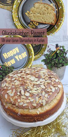Dieser Glückskuchen ist der perfekte Kuchen an Silvester oder am nächsten Tag. Man kann diesen Hefekuchen mit einer Orangenglasur und Mandeln zum Frühstück essen mit etwas Butter, Marmelade oder zum Nachmittagskaffee. Dieser Glückskuchen ist sehr leicht und einfach gebacken. Im Inneren vom Hefekuchen, verbirgt sich eine kleine Überraschung. #Hefekuchen #Hefekuchenrezept #Glückskuchen #Silvester #Backen #Einfach #Leicht #Orangen #Mandeln #sonntagsistkaffeezeit Fabulous Foods, Pie, Frosting, Desserts, Christmas, Butter, Cakes, Just Bake, Almonds