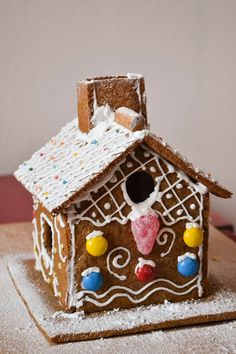 A Dutchie Baking: Swedish Gingerbread House and Pepparkakor