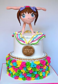 Amazing cake by anne-marie cakes. Her figurine is just perfection ! check my class to learn how to make a face out of fondant Gymnastics Cakes, Gymnastics Birthday, Gymnastics Suits, Fancy Cakes, Cute Cakes, 9th Birthday Cake, Girl Birthday, Birthday Ideas, Fondant