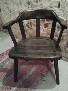 Vanha puutuoli / Old wooden chair