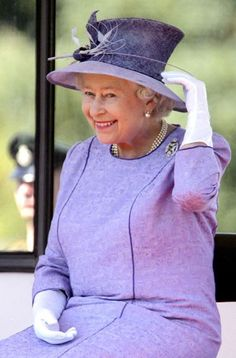 HRH Queen Elizabeth II | This is one of the lovliest candid captures of HRH!