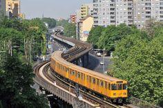 Foto: Imago Rapid Transit, U Bahn, Berlin Germany, Public Transport, Frankfurt, Locs, Maine, Transportation, Vacation