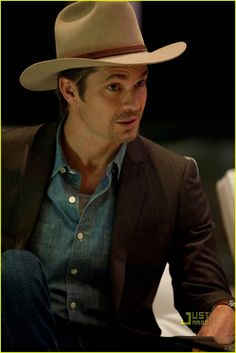 Previous Pinner  Timothy Olyphant as Raylan Givens on 6b0d91d6fb16