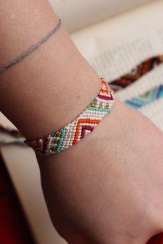 Thread Bracelets, Braided Bracelets, Loom Bracelets, Macrame Bracelets, Macrame Jewelry, Chevron Friendship Bracelets, Diy Friendship Bracelets Tutorial, String Bracelet Patterns, Chevron Bracelet