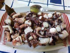 Τι τέλειος μεζές!! Χταποδάκι ξιδάτο - Χρυσές Συνταγές Black Eyed Peas, Potato Salad, Cereal, Potatoes, Sweets, Beef, Chicken, Breakfast, Ethnic Recipes
